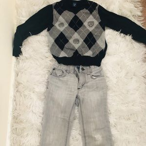 💥Outfit deal💥Old Navy sweater and ripped jeans